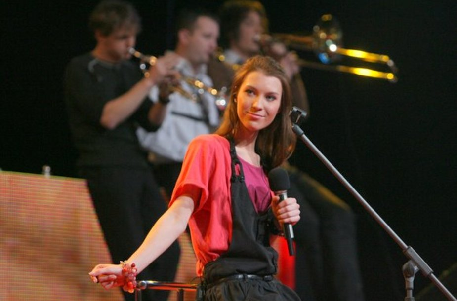 """Grupės """"Saulės kliošas"""" vokalistė Justė Starinskaitė"""