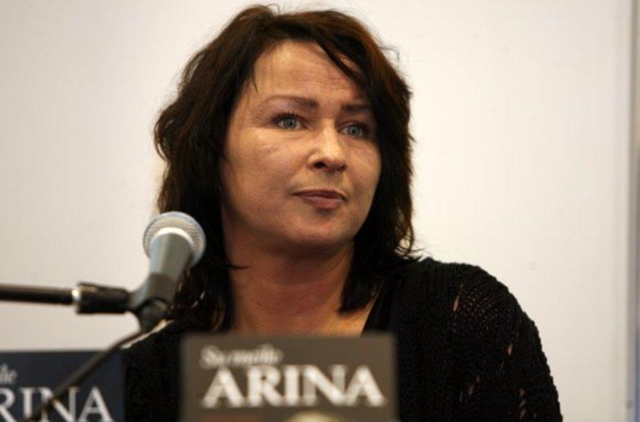 """Atlikėja Arina pristatė biografinę knyga """"Su meile Arina"""""""