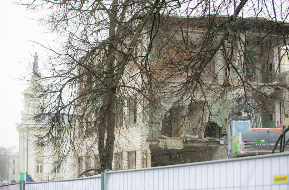 Griaunami apleisti pastatai greta Energetikos ir technikos muziejaus