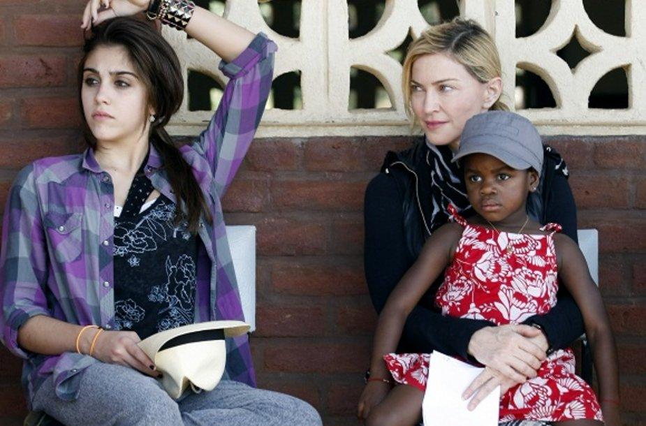 Madonna su dukra Lourdes (kairėje) ir įdukra Mercy