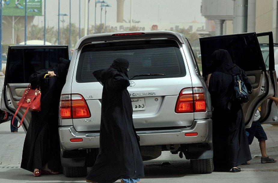 Moterys Saudo Arabijoje negali vairuoti