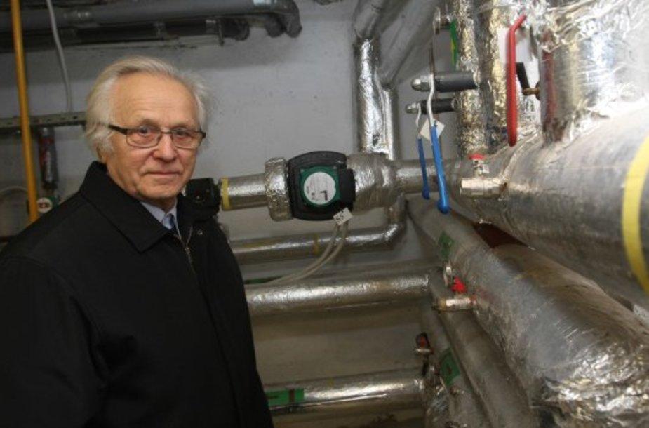 A.Kadžys tvirtino daug vargo su naująja šildymo sistema nėra – viską reguliuoja kompiuteris, tad užtenka į katilinę užsukti vos kartą per sezoną.