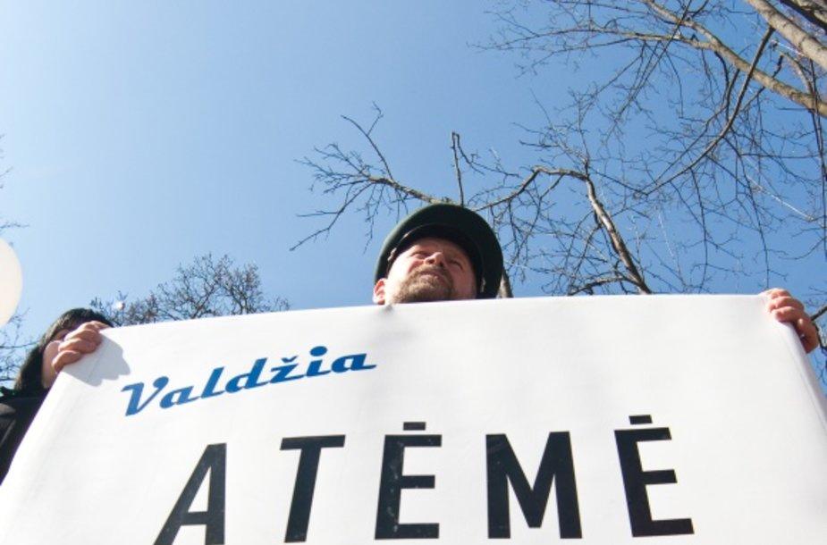 Dviejuose piketuose bus protestuojama prieš mokyklų pertvarką Antakalnyje, viename ketinama pertvarką palaikyti.