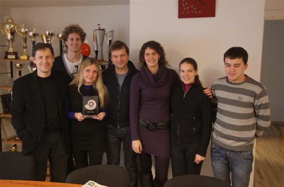 """""""Promo Events"""" kolektyvas su """"Metų autosporto įvykis 2011"""" apdovanojimu rankose"""