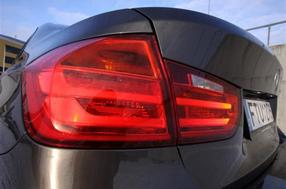 GAZAS.LT išbandytas 3 serijos BMW sedanas