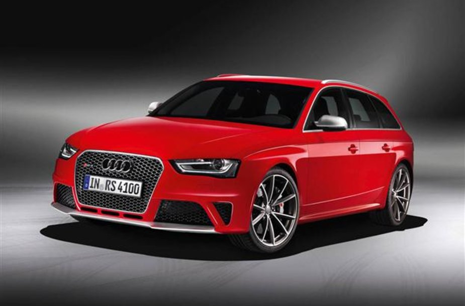 """Naujasis 450 AG galios """"Audi RS4"""" universalas"""