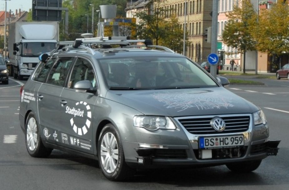 """Google"" ir Stanfordo universiteto sukurtas autonominis automobilis"