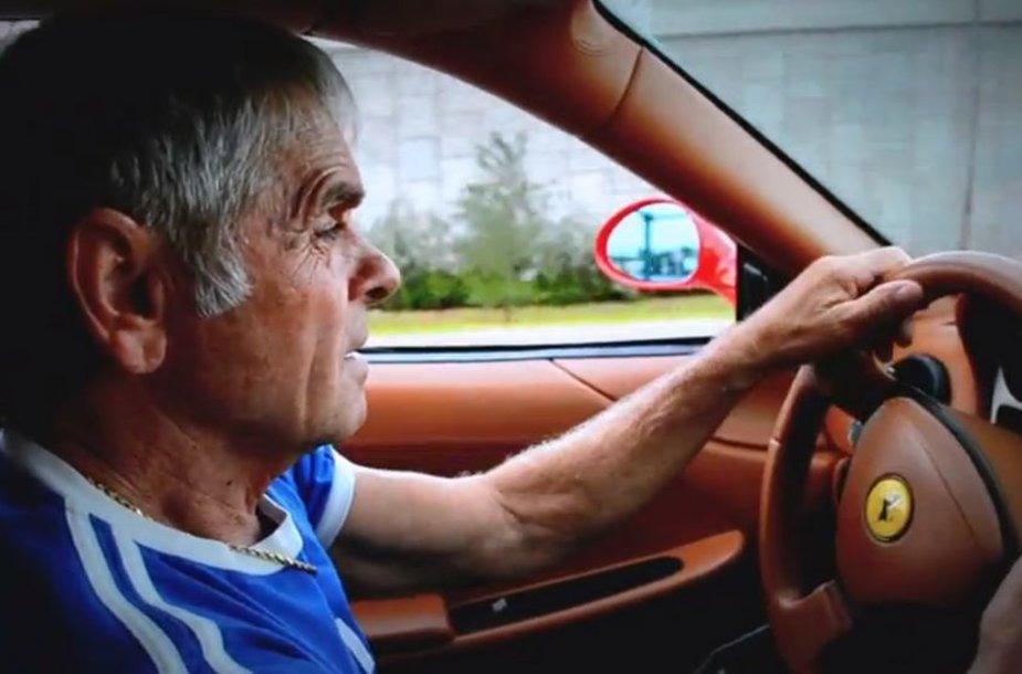 """Nicko tėtis vairuoja savo dovaną - """"Ferrari 360"""""""