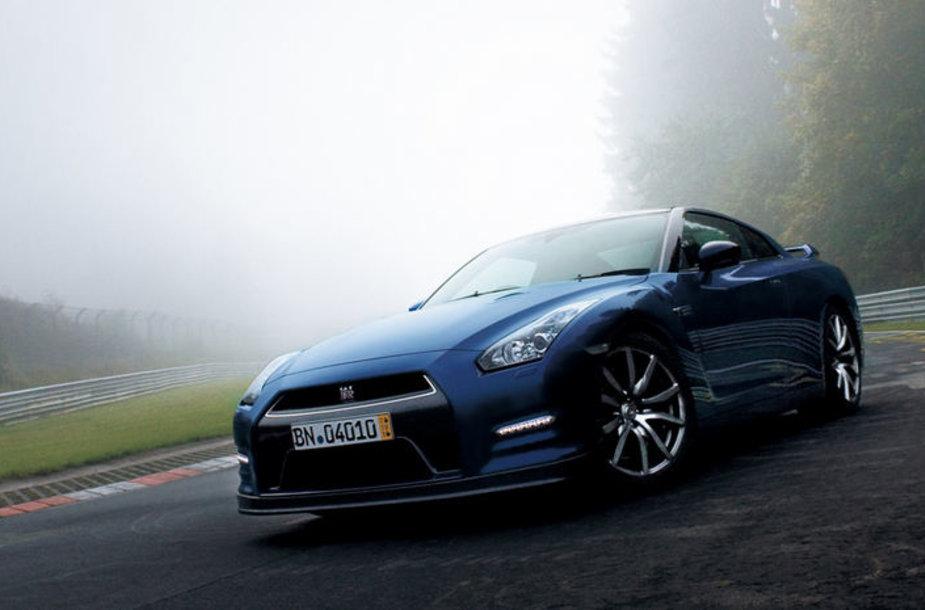 """""""Nissan GT-R"""" atnaujintas 2013-iesiems"""
