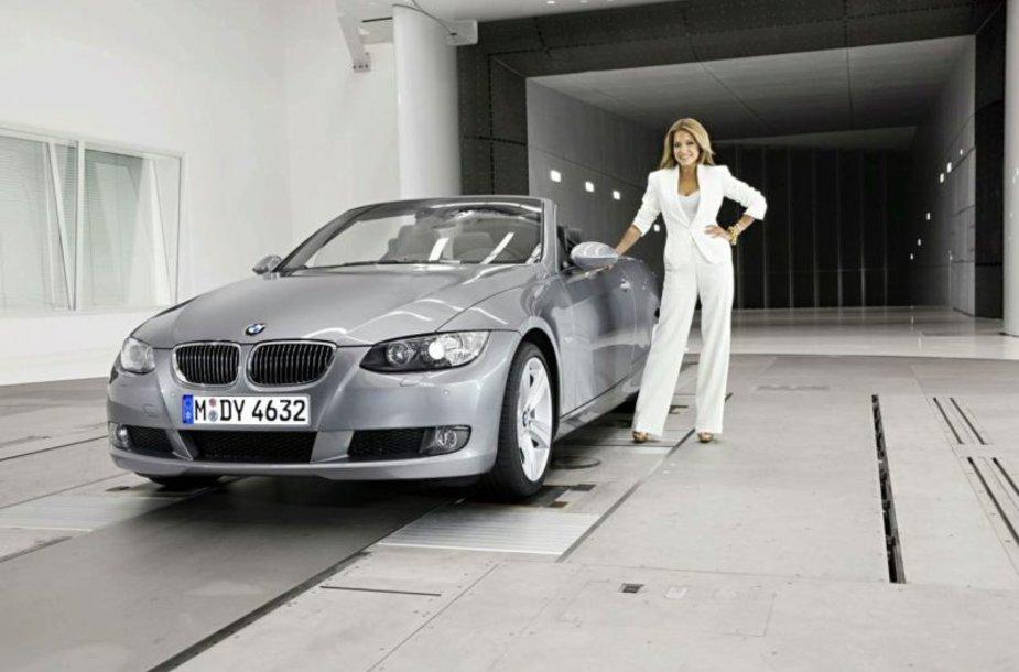 BMW pasiekimus pristatė fotomodelis