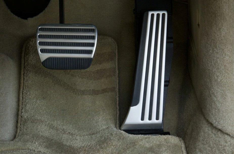 """""""Nissan ECO Pedal"""" mokys efektyviau vairuoti"""