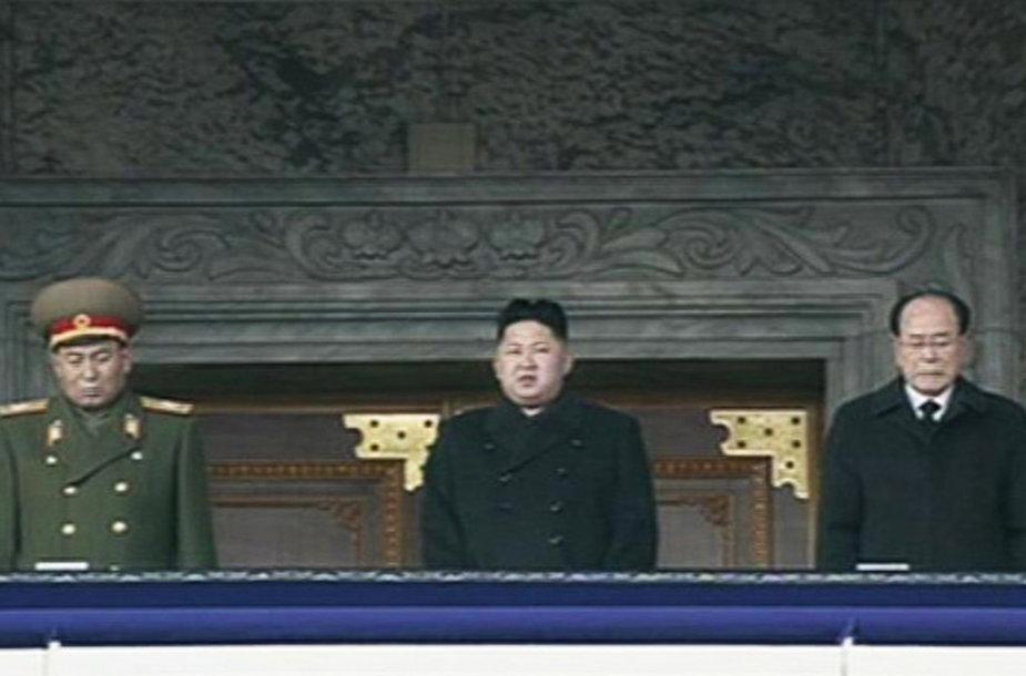 Naujasis Šiaurės Korėjos lyderis Kim Jong Unas (centre)