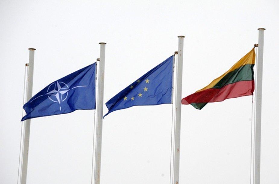 NATO, Europos Sąjungos ir Lietuvos vėliavos