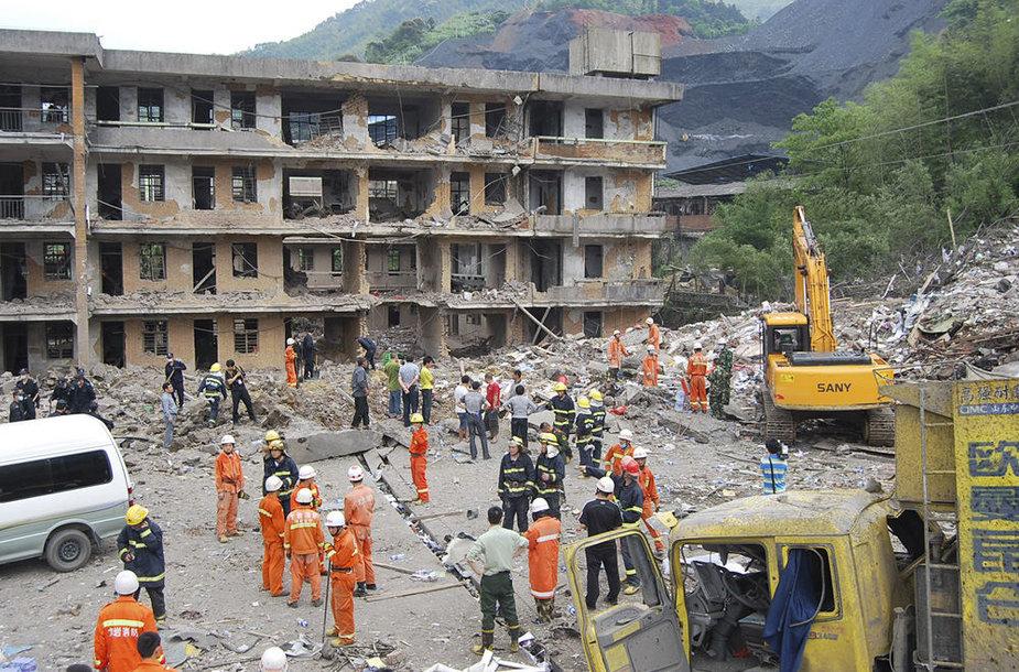 Kinijoje po sprogimo sugriuvo namas.
