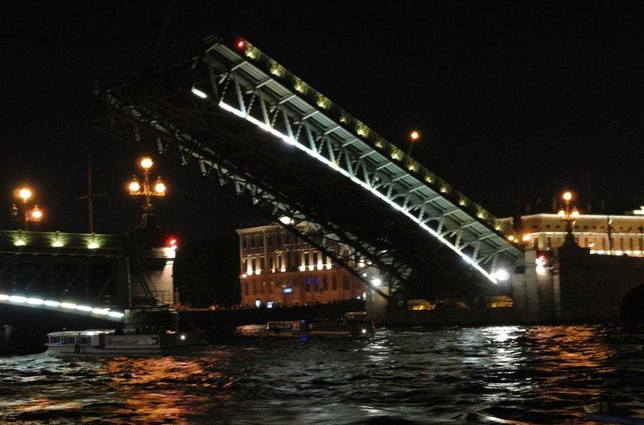 Pakeliami tiltai jau nuo seno yra vienas iš Peterburgo simbolių.