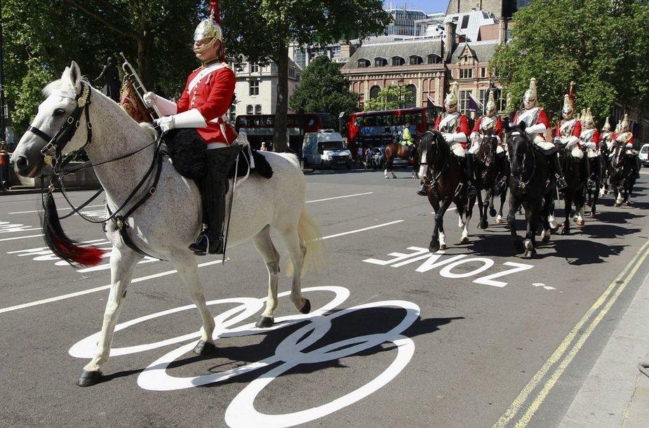 Kavalerija olimpinėje eismo juostoje