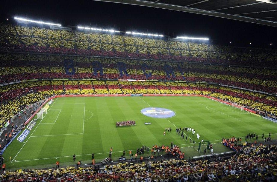"Akimirka prieš rungtynes ""Camp Nou"" stadione"