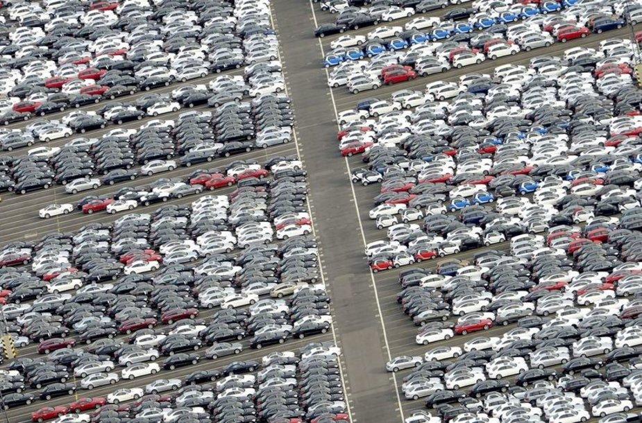Eksportui paruošti nauji automobiliai