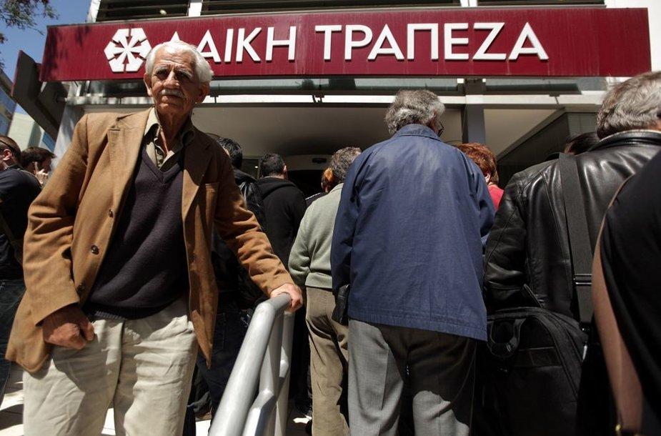Žmonių eilė prie Kipro banko