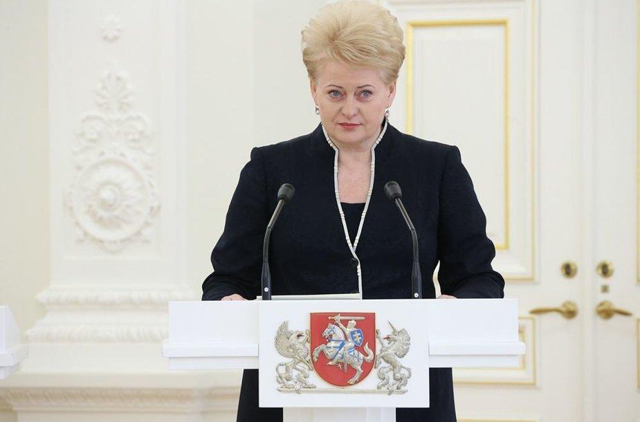 Dalia grybauskaitė apdovanojo Nacionalinio diktanto konkurso nugalėtojus