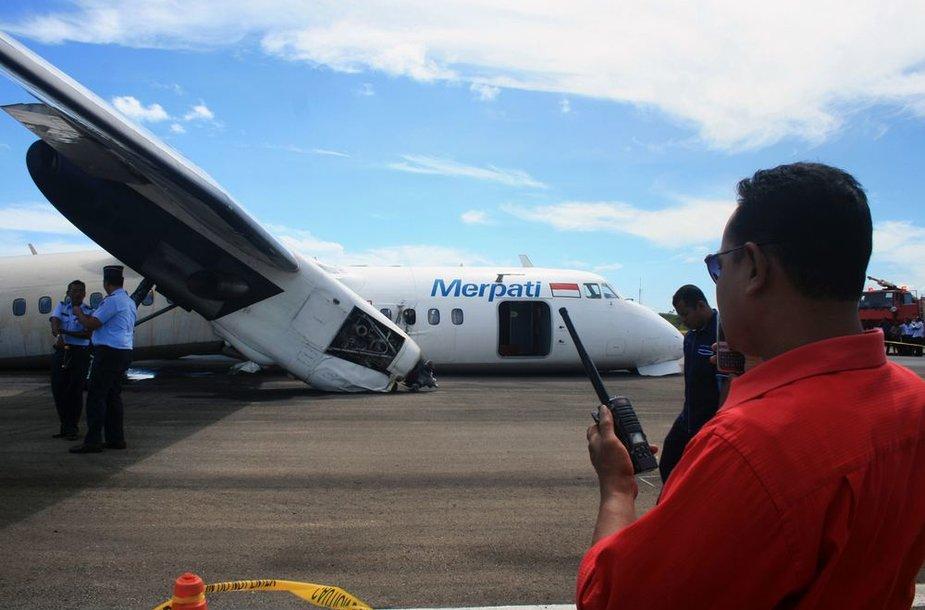 """""""Xian MA-60"""" lėktuvas po avarinio nusileidimo"""