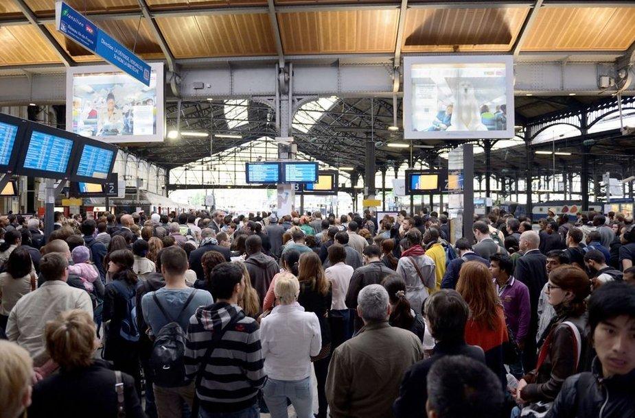 Prancūzijoje streikuoja geležinkelių ir traukinių darbuotojai.