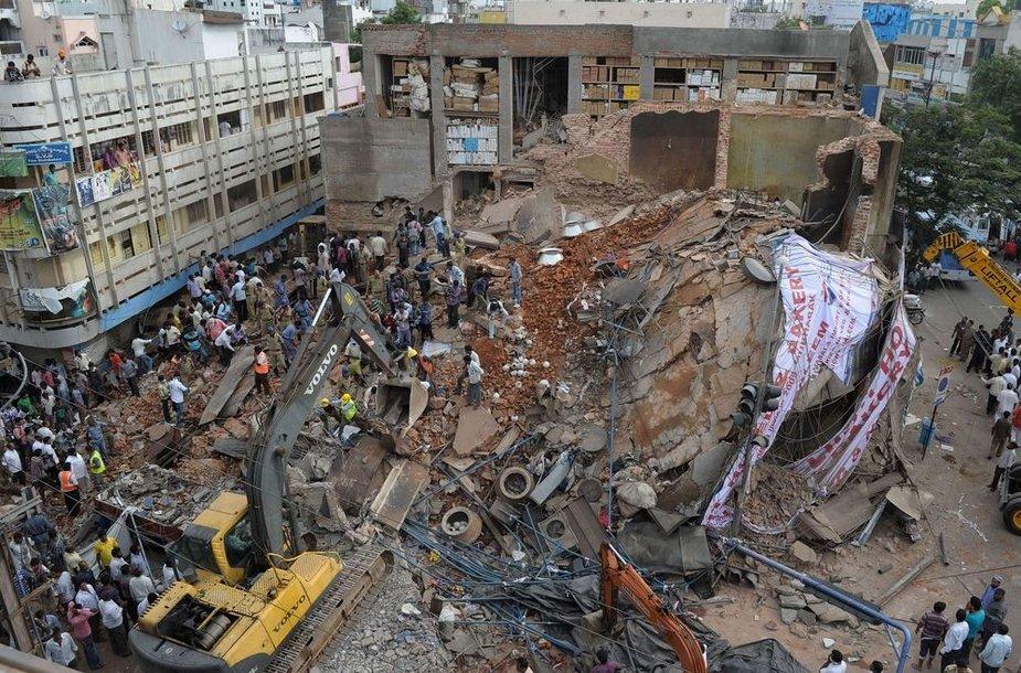Indijoje sugriuvęs viešbutis
