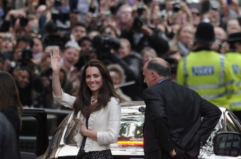 """Kate Middleton atvyko į """"The Goring"""" viešbutį."""