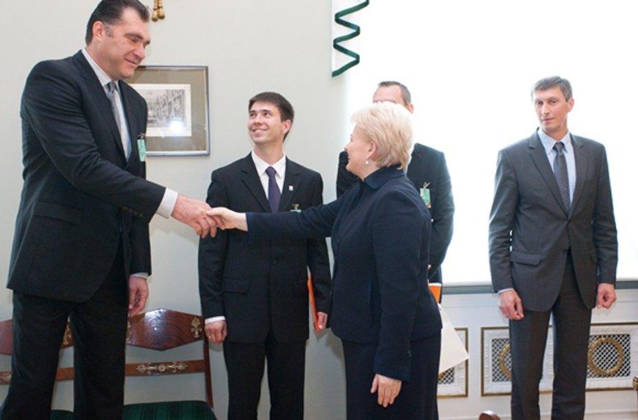Arvydas Sabonis sveikinasi su Dalia Grybauskaite