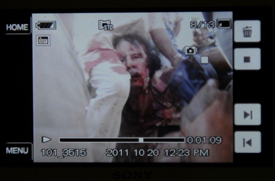 Sužeistas Muamaras Kadhafi