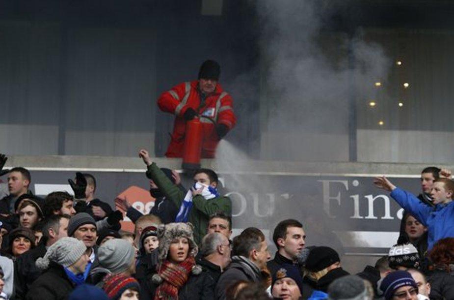 Padegtos stadiono tribūnos