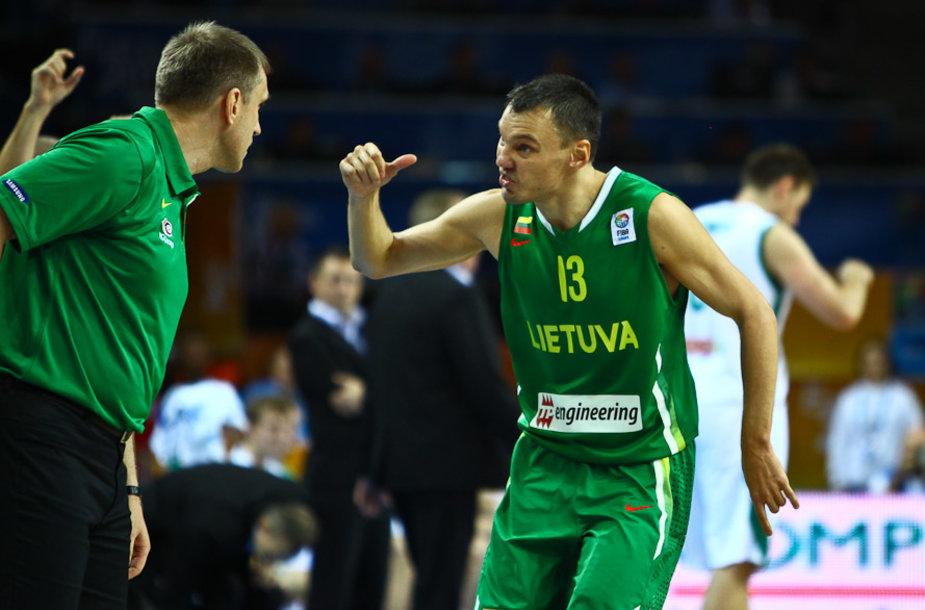 Šarūnas Jasikevičius (kairėje) 2011 m. Europos čempionate
