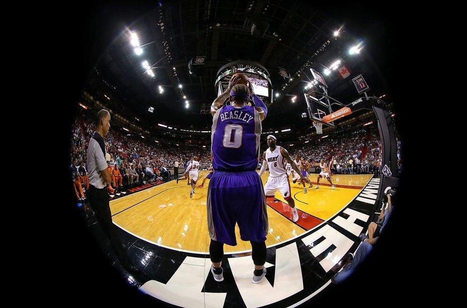 """""""Suns"""" neapsigynė nuo agresyvių """"Heat"""" atakų"""