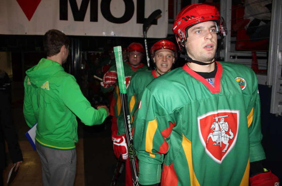 Lietuvos ledo ritulininkai neatsilaikė prieš vengrus
