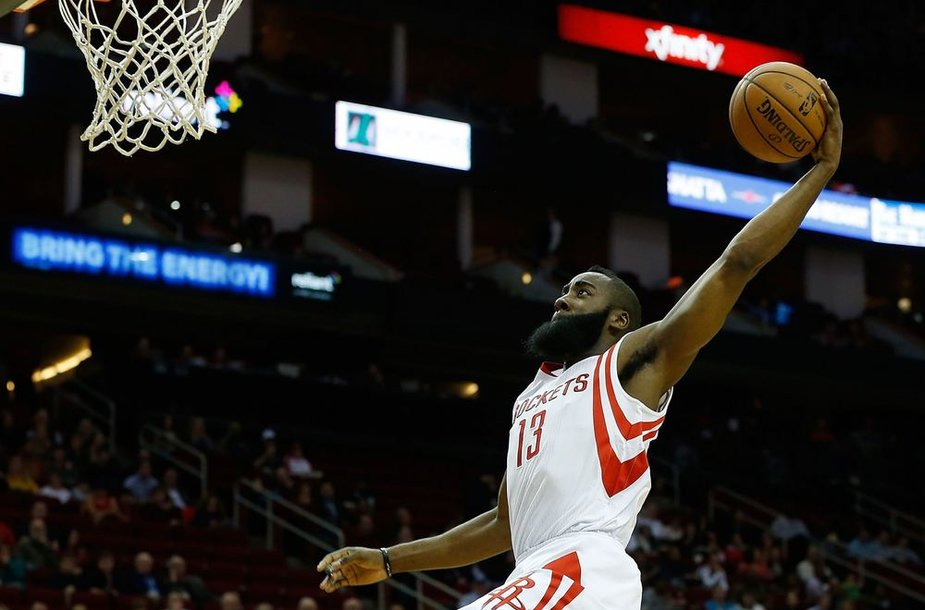 """Jamesas Hardenas surinko 29 taškus ir vedė """"Rockets"""" į pergalę"""
