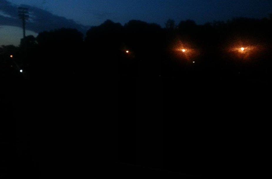 Stadionas paskendo visiškoje tamsoje