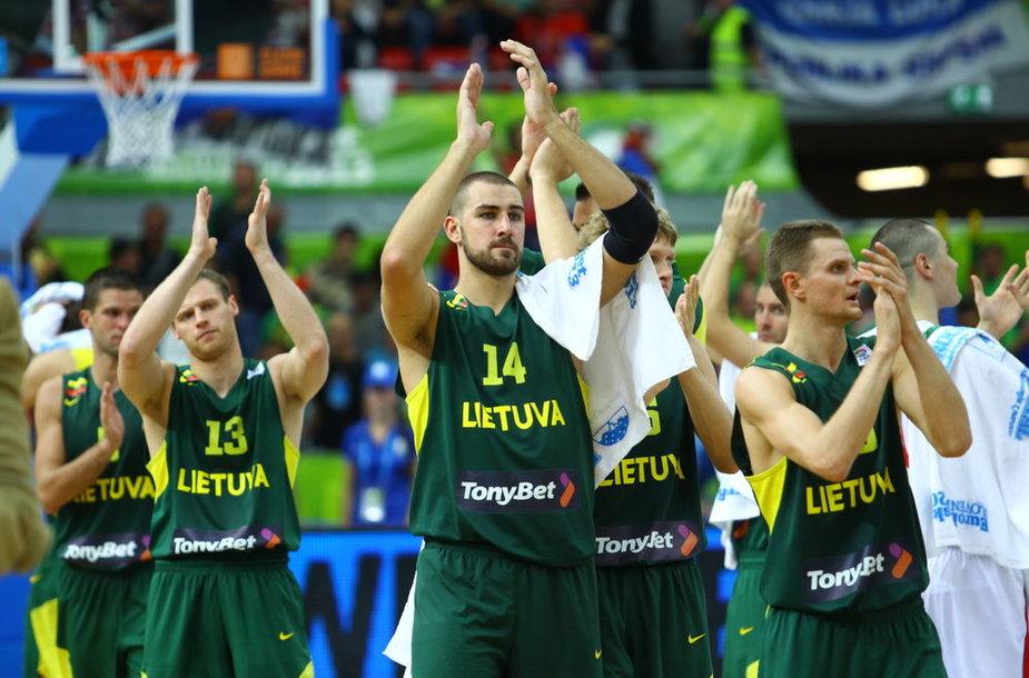 Lietuvos krepšininkai po pralaimėjimo serbams
