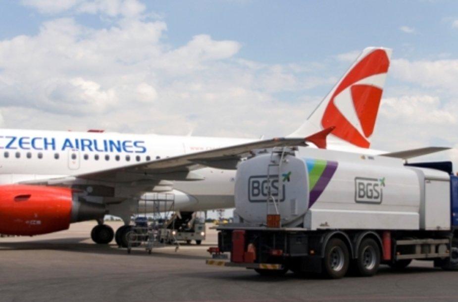 """2011 m. Vilniaus oro uoste """"Baltic Ground Services"""" užimė 42 proc. antžeminio aptarnavimo bei 74 proc. kuro tiekimo rinkos."""