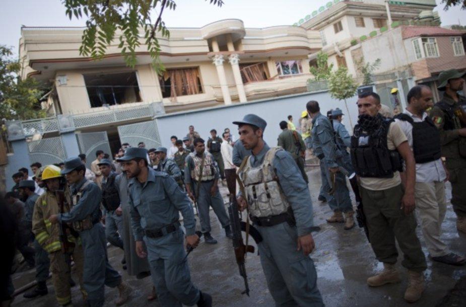 Policinininkai prie namo, kuriame buvo nužudytas Afganistano prezidento patarėjas