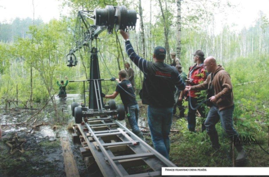 """Atidaryta filmo """"Tadas Blinda. Pradžia"""" užkulisių fotografijų paroda."""