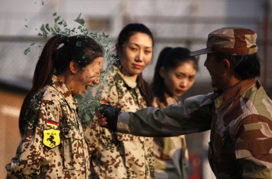 Kinijoje ruošiamos moterys asmens sargybinės