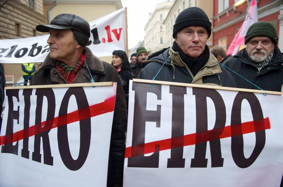 Protestuotojai Latvijoje.