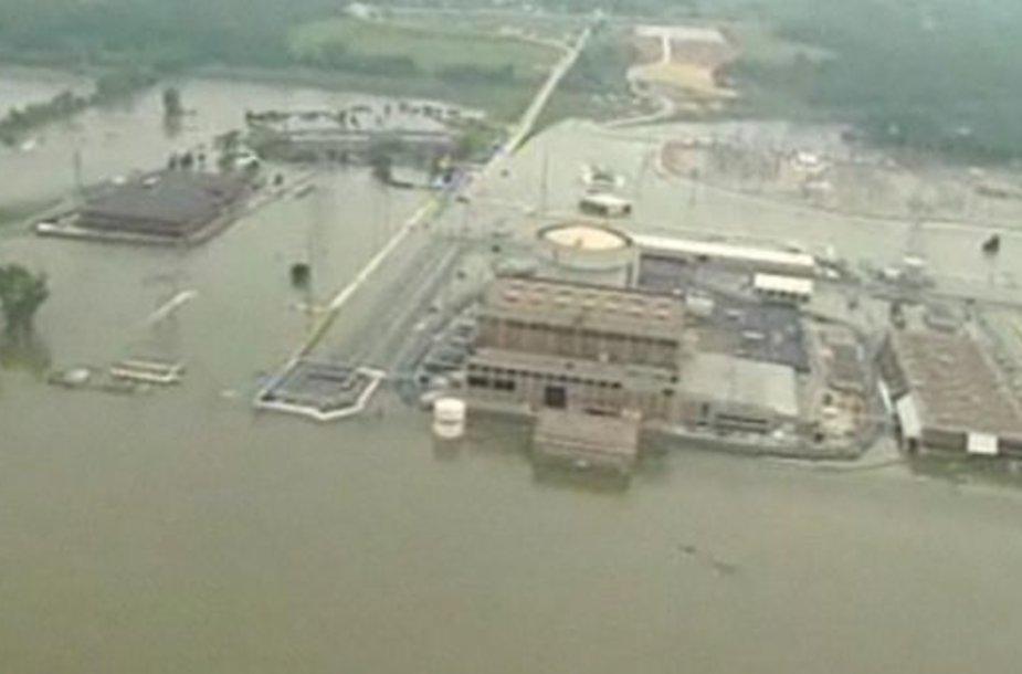 Nebraskos elektrines semia patvinusios Misūrio upės vanduo.