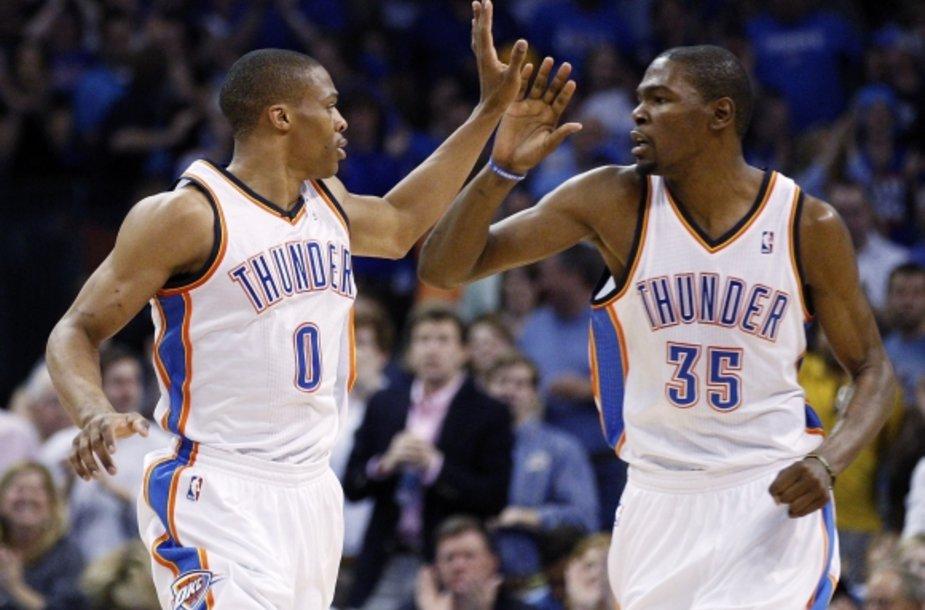 Russellas Westbrookas (kairėje) ir Kevinas Durantas