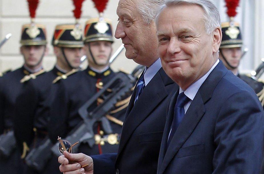 Prancūzijos prezidentas premjeru pasirinko Jean-Marcą Ayrault.