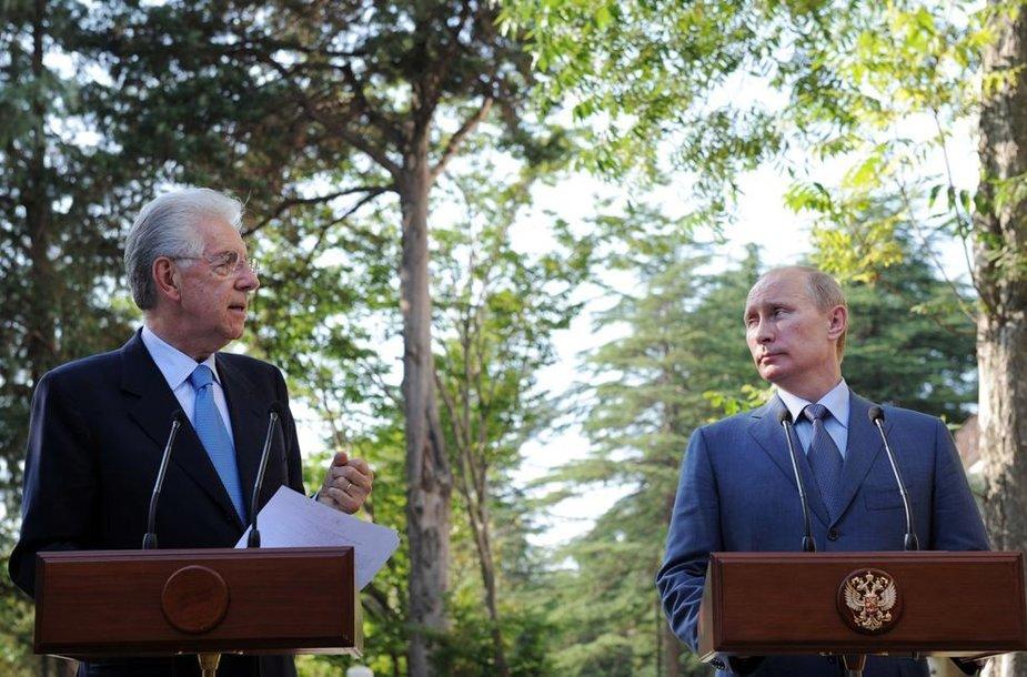 Italijos premjeras Mario Monti (kairėje) su Vladimiru Putinu.