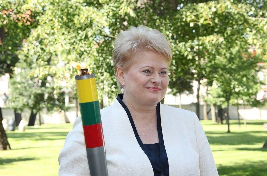 Lietuvos Respublikos Prezidentė Dalia Grybauskaitė perėmė simbolinę olimpinę ugnį.