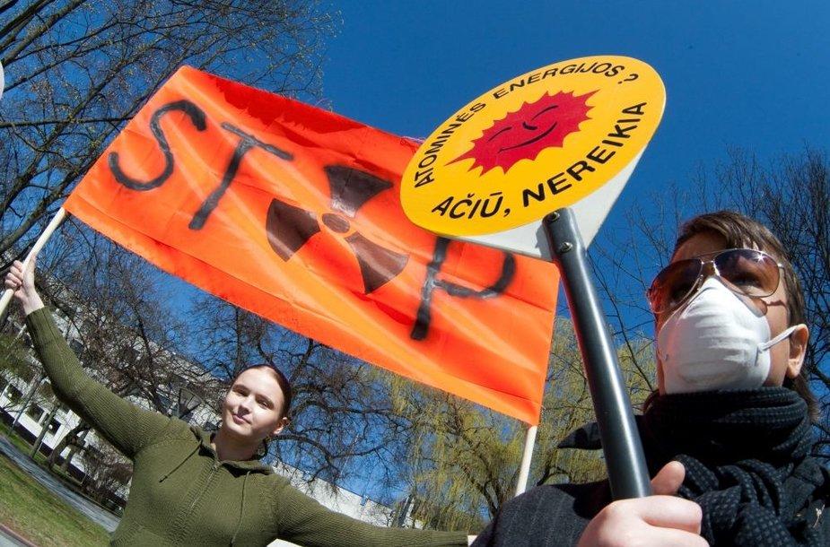 Vyriausybė tikina, kad atomo priešininkai neatspindi didžiosios visuomenės dalies nuomonės.