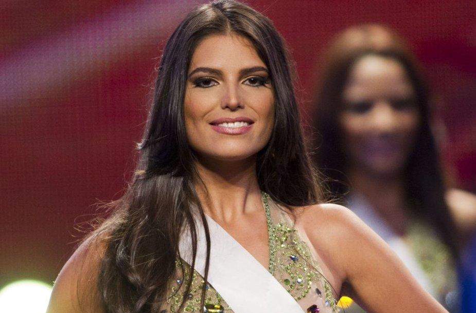 Iš Carlinos Duran atimta karūna, nes paaiškėjo, kad gražuolė yra ištekėjusi.