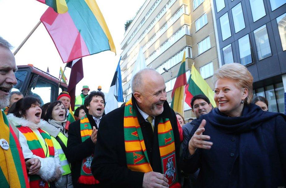 Dalia Grybauskaitė su žemdirbiais Briuselyje